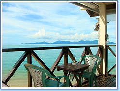 Moonhut Resort: Beachfront Bungalow